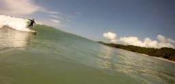 REEF - OLA IZQUIERDA EN REEF(High tidesurf school Facebook)
